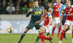 Fabian Johnson (Gladbach) und Yoshinori Muto (Mainz)