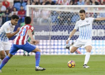 Atletico de Madrid s player Antoine Griezmann and Nico Gaitßn and Malaga CF Gonzalo Chory Castro and Ignacio Camacho during a match of La Liga Santander at Vicente Calderon Stadium in Madrid. October 29, Spain. 2016. PUBLICATIONxINxGERxSUIxAUTxPOLxDENxNORxSWExONLY (20161029044)