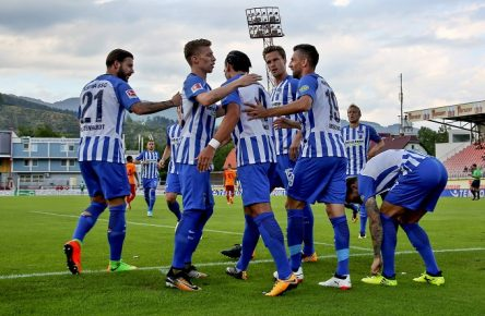 SOCCER - Hertha vs Galatasaray KAPFENBERG,AUSTRIA,05.AUG.17 - SOCCER - 1. DFL, 1. Deutsche Bundesliga, Sueper Lig, Hertha BSC Berlin vs Galatasaray Istanbul, IFCS test match. Image shows the rejoicing of Hertha BSC. PUBLICATIONxINxGERxHUNxONLY GEPAxpictures/xHansxOberlaender Soccer Hertha vs Galatasaray Kapfenberg Austria 05 Aug 17 Soccer 1 DFL 1 German Bundesliga Süper Lig Hertha BSC Berlin vs Galatasaray Istanbul IFCS trial Match Image Shows The rejoicing of Hertha BSC PUBLICATIONxINxGERxHUNxONLY GEPAxpictures xHansxOberlaender