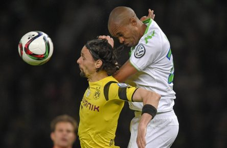 30.05.2015, Fussball DFB-Pokal 2014/15, Finale im Olympiastadion in Berlin, Borussia Dortmund - VfL Wolfsburg, v.l. Neven Subotic (Dortmund) gegen Naldo (VFL Wolfsburg) PUBLICATIONxNOTxINxNED 30 05 2015 Football DFB Cup 2014 15 Final in Olympic Stadium in Berlin Borussia Dortmund VfL Wolfsburg v l Neven Subotic Dortmund against Ronaldo Aparecido Rodrigues VfL Wolfsburg