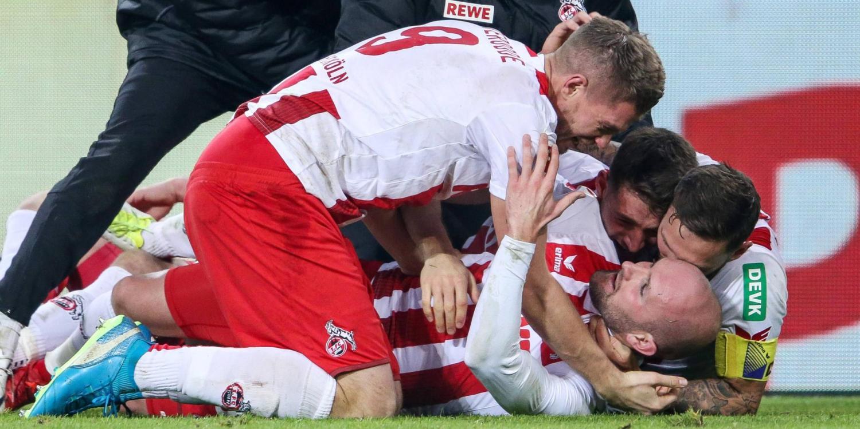 Konstantin Rausch flankt, Simon Terodde trifft zum Derbysieg für den 1. FC Köln