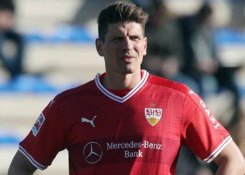 Mario Gomez steht direkt in Stuttgarts Startelf