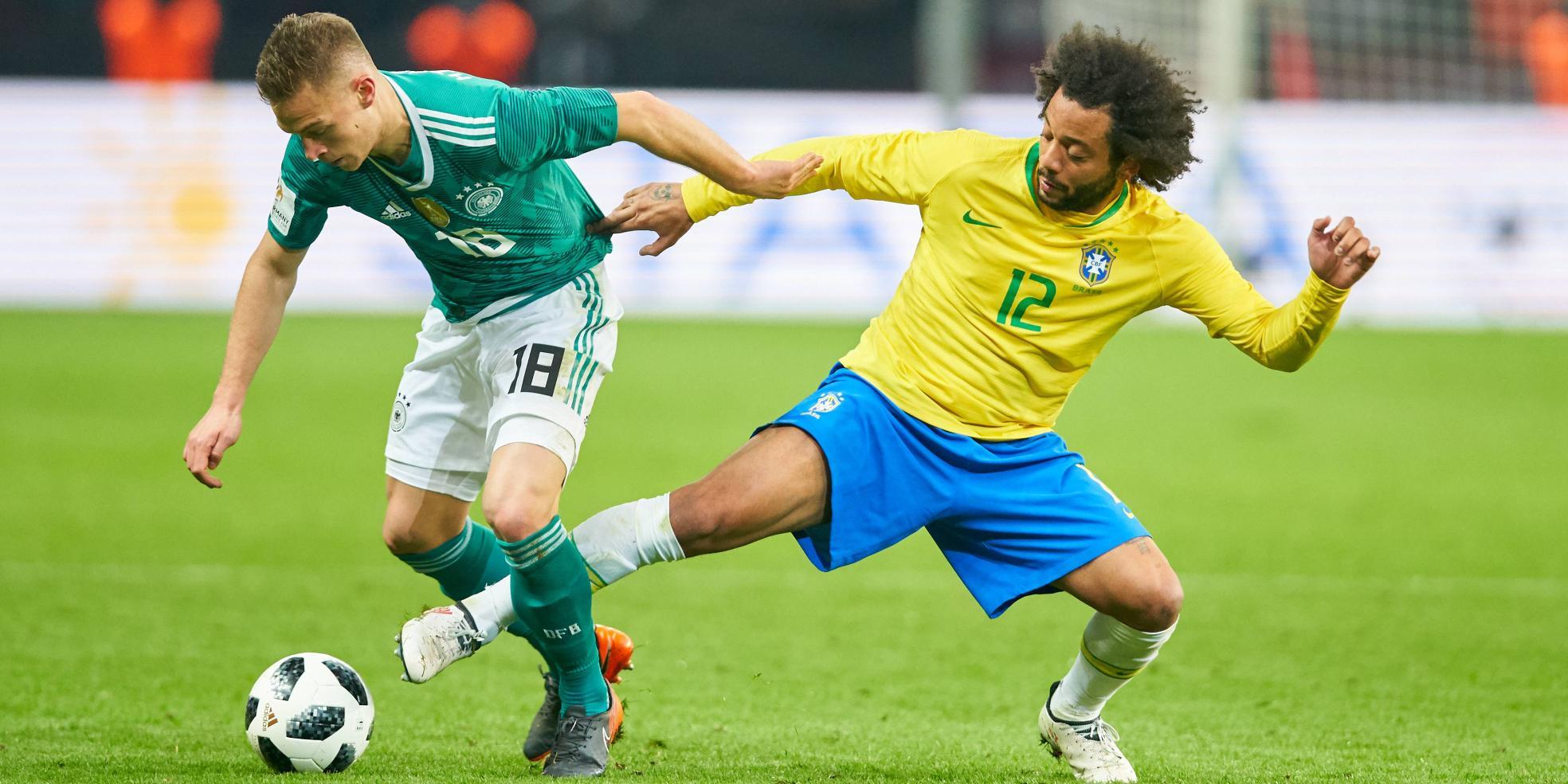 Brasiliens Marcelo im Zweikampf mit Deutschlands Joshua Kimmich
