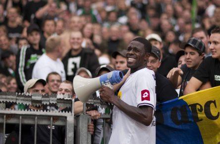 Mo Idrissou spielt Champions League - zumindest auf dem Niveau und auch nur ein einziges Spiel.