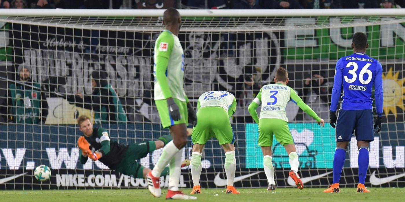 Paul Verhaegh verschießt Wolfsburgs Elfmeter gegen Schalke