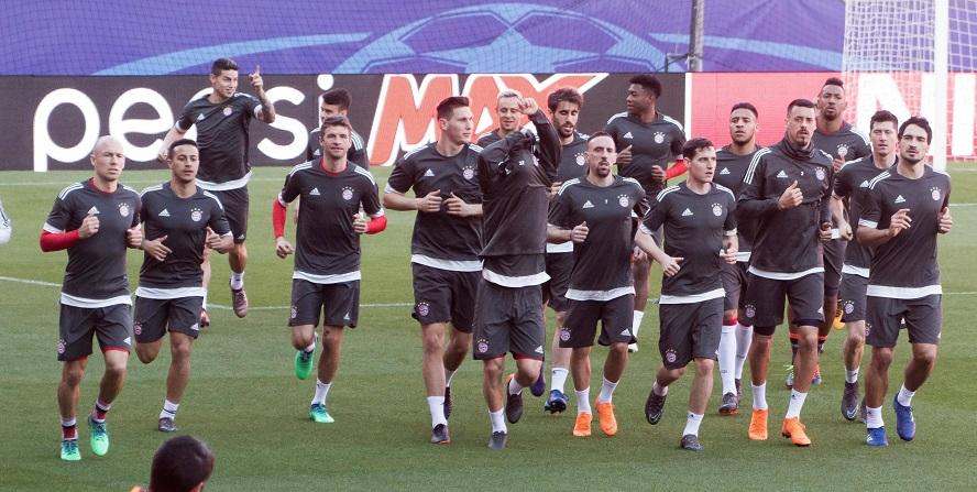 Und sie können es doch: Die Bayern-Stars laufen ihre Runden!