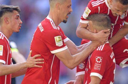 Niklas Dorsch vom FC Bayern erzielt sein erstes Bundesliga-Tor