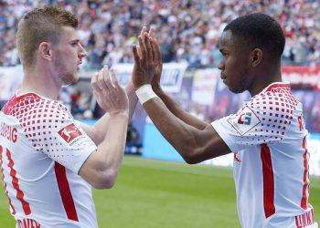 Ademola Lookman und Timo Werner von RB Leipzig