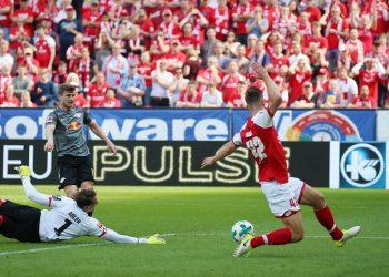Der Moment, in dem Alexander Hack seinem FSV Mainz 05 das Spiel gegen RB Leipzig gewinnt