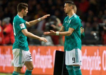Auf wen setzt Jogi Löw bei der WM in Russland: Mario Gomez (l.) oder Sandro Wagner?