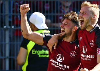 Hanno Behrens und Tim Leibold vom 1. FC Nürnberg