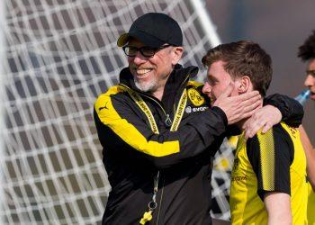 Sergio Gomez (M.) könnte in der kommenden Saison beim BVB durchstarten.
