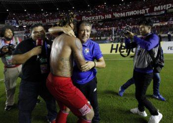 Der Trainer und sein Anführer: Panamas Hernán Darió Gómez und Roman Torres