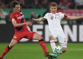 Baumi und Müllervon Leverkusen und Bayern gucken nach unten