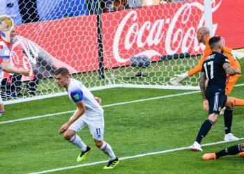 Alfred Finnbogason schießt das erste WM-Tor für Island gegen Argentinien