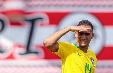 Danilo ist bei Brasilien in der Viererkette gesetzt
