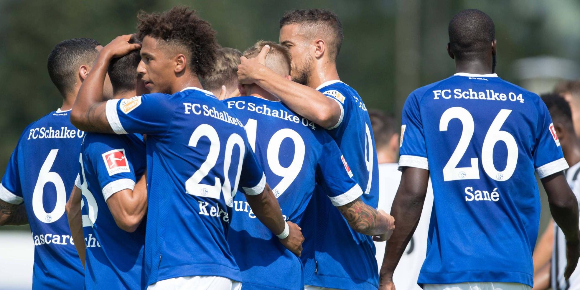Der FC Schalke 04 feiert ein Tor von Burgstaller