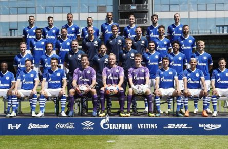 FC Schalke 04; 1.BL, Porträttermin 2018/2019, Mannschaftsfoto, hi. Reihe v.li.: Nabil Bentaleb, Suat Serdar, Franco Di Santo, Omar Mascarell, Naldo, Bastian Oczipka, Pablo Insua, Matija Nastasic. 2. Reihe von oben v.li.: Abdul Rahman Baba, Mark Uth, Athletik-Trainer Ruwen Faller, Athletik-Trainer Bob Schoos, Spiel und Videoanalyst Lars Gerling, Thilo Kehrer, Guido Burgstaller. 3. Reihe von oben, v.li.: Cedric Teuchert, Benjamin Stambouli, Torwart-Trainer Simon Henzler, Chef-Trainer Domenico Tedesco, Co-Trainer Peter Perchtold, Daniel Caligiuri, Weston McKennie, Johannes Geis. Vorn: Bernard Tekpetey, Sascha Riether, Yevhen Konoplyanka, Michael Langer, Ralf Fährmann, Alexander Nübel, Alessandro Schöpf, Amine Harit, Steven Skrzybski. *** Abdul Rahman Baba Mark Uth Athletics Trainer Ruwen Faller Athletic Trainer Bob Schoos Game and FC Schalke 04 1 BL Portrait Date 2018 2019 team photo hi series v li Nabil Bentaleb Suat Serdar Franco Di Santo Omar Mascarell Naldo Bastian Oczipka Pablo Insu Matija Nastasic Video analyst Lars Gerling Thilo Kehrer Guido Burgstaller 3 row from the top v left Cedric Teuchert Benjamin Stambouli Goalkeeper Coach Simon Henzler Head Coach Domenico Tedesco Co Coach Peter Perchtold Daniel Caligiuri Weston McKennie Johannes Geis Front Bernard Tekpetey Sascha Riether Yevhen Konoplyanka Michael Langer Ralf Ferryman Alexander Nübel Alessandro Schöpf Amine Harit Steven Skrzybski Team2