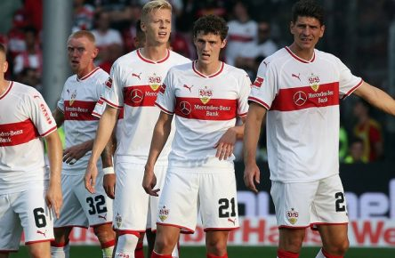 SC Freiburg - VfB Stuttgart Deutschland, Freiburg, 15.09.2018, Fussball, Bundesliga, Saison 2018/2019, 3. Spieltag, SC Freiburg - VfB Stuttgart: re. Mario Gomez (VfB Stuttgart), DFL REGULATIONS PROHIBIT ANY USE OF PHOTOGRAPHS AS IMAGE SEQUENCES AND/OR QUASI-VIDEO. *** SC Freiburg VfB Stuttgart Germany Freiburg 15 09 2018 Soccer Bundesliga Season 2018 2019 3 Round SC Freiburg VfB Stuttgart re Mario Gomez VfB Stuttgart DFL REGULATIONS PROHIBIT ANY USE OF PHOTOGRAPH AS IMAGE SEQUENCES AND OR QUASI VIDEO