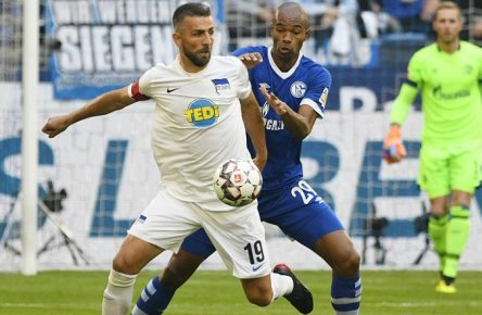 Veltins-Arena Gelsenkirchen 2.9.2018, 1. Fussball Bundesliga Saison 2018/2019 2. Spieltag, Schalke 04 (S04) vs Hertha BSC ---- Vedad Ibisevic (Hertha) , Naldo (S04) DFL REGULATIONS PROHIBIT ANY USE OF PHOTOGRAPHS AS IMAGE SEQUENCES AND/OR QUASI-VIDEO. *** Veltins Arena Gelsenkirchen 2 9 2018 1 Football Bundesliga Season 2018 2019 2 Rounds Schalke 04 S04 vs Hertha BSC Vedad Ibisevic Hertha Naldo S04 DFL REGULATIONS PROHIBIT ANY USE OF PHOTOGRAPH AS IMAGE SEQUENCES AND OR QUASI VIDEO
