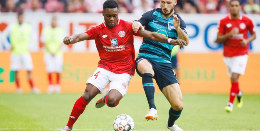 Spaß am Zweikampf: Ridle Baku vom 1.FSV Mainz 05