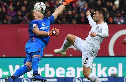28.10.2018, xjhx, Fussball 1.Bundesliga, 1.FC Nuernberg - Eintracht Frankfurt emspor, v.l. Christian Mathenia (1.FC Nuernberg), Luka Jovic (Eintracht Frankfurt) (DFL/DFB REGULATIONS PROHIBIT ANY USE OF PHOTOGRAPHS as IMAGE SEQUENCES and/or QUASI-VIDEO) Nuernberg *** 28 10 2018 xjhx Soccer 1 Bundesliga 1 FC Nuernberg Eintracht Frankfurt emporer Christian Mathenia 1 FC Nuernberg Luka Jovic Eintracht Frankfurt DFL DFB REGULATIONS PROHIBIT ANY USE OF PHOTOGRAPH as IMAGE SEQUENCES and or QUASI VIDEO Nuernberg