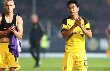 Donnerstag 06.09.2018, Saison 2018/19, Testspiel des BVB im Stadion Bremer Brücke, VfL Osnabrück - BVB 09 Borussia Dortmund, Die Dortmunder Spieler erschöpft nach Abpfiff: Sebastian Rode (BVB) und Shinji Kagawa (BVB), v.l. *** Thursday 06 09 2018 Season 2018 19 Test match of the BVB in the stadium Bremen Bridge VfL Osnabrück BVB 09 Borussia Dortmund The Dortmund players exhausted after the final whistle Sebastian Rode BVB and Shinji Kagawa BVB v l