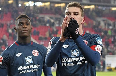 19.01.2019, Fussball 1. Bundesliga 2018/2019, 18. Spieltag, VfB Stuttgart - Mainz 05, im Daimlerstadion Stuttgart. v.l. Moussa Niakhate (FSV Mainz 05) und Stefan Bell (FSV Mainz 05) ***DFL and DFB regulations prohibit any use of photographs as image sequences and/or quasi-video.*** *** 19 01 2019 Football 1 Bundesliga 2018 2019 18 Matchday VfB Stuttgart Mainz 05 at Daimlerstadion Stuttgart v l Moussa Niakhate FSV Mainz 05 and Stefan Bell FSV Mainz 05 DFL and DFB regulations prohibit any use of photographs as image sequences and or quasi video