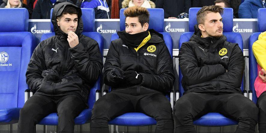Sitzt einer dieser drei demnächst woanders auf der Bank? Oder landet er gar auf dem Feld?