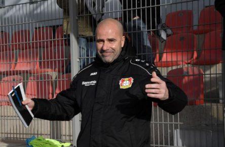 Gut gelaunt schon vor dem erfolgreichen Testkick: Leverkusen-Coach Peter Bosz