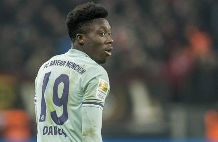 Fußball: 1. Bundesliga, Saison 2018/2019, 20. Spieltag, Bayer 04 Leverkusen - FC Bayern München am 02.02.2019 in der BayArena in Leverkusen (Nordrhein-Westfalen). Münchens Alphonso Davies schaut zurück. DFL REGULATIONS PROHIBIT ANY USE OF PHOTOGRAPHS AS IMAGE SEQUENCES AND/OR QUASI-VIDEO. *** Soccer 1 Bundesliga Season 2018 2019 20 Matchday Bayer 04 Leverkusen FC Bayern Munich on 02 02 2019 in the BayArena in Leverkusen North Rhine-Westphalia Alphonso Davies from Munich looks back DFL REGULATIONS PROHIBIT ANY USE OF PHOTOGRAPHS AS IMAGE SEQUENCES AND OR QUASI VIDEO Copyright: xKirchner/DavidxInderliedx