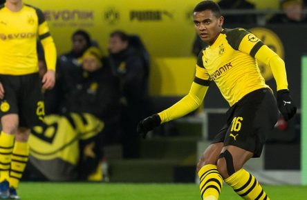 Dortmund, Germany 15.12.2018, 1. Bundesiga, 15. Spieltag, BV Borussia Dortmund - SV Werder Bremen, Manuel Akanji (BVB) in aktion, controls the ball ( DeFodi001 *** Dortmund Germany 15 12 2018 1 Bundesiga 15 Matchday BV Borussia Dortmund SV Werder Bremen Manuel Akanji BVB in action controls the ball DeFodi001