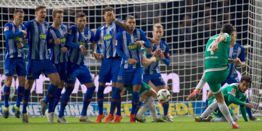 Auf alten Gäulen und so: Claudio Pizarro trifft zum 1:1 gegen die Hertha.