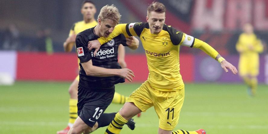 Martin Hinteregger (l.) lieferte gegen Marco Reus eine starke Partie ab.