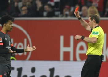 -14: Nach zwei Minuten mit Rot vom Platzt kam nicht nur den 1.FC Nürnberg teuer zu stehen