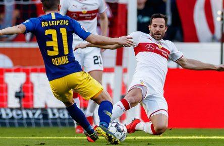 RB Leipzig Diego Demmeund Gonzalo Castro vom VfB Stuttgart im Zweikampf