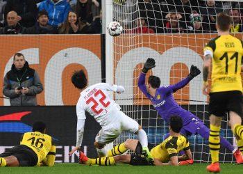 Dong-Won Ji trifft gegen Borussia Dortmund