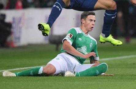 28.10.2018, Fussball GER, Saison 2018 2019, 1. Bundesliga, 9. Spieltag, SV Werder Bremen - Bayer 04 Leverkusen 2:6, Karim Bellarabi (Bayer 04 Leverkusen), li., gegen Marco Friedl (Werder Bremen) DFL REGULATIONS PROHIBIT ANY USE OF PHOTOGRAPHS AS IMAGE SEQUENCES AND/OR QUASI-VIDEO. *** 28 10 2018 Soccer GER Season 2018 2019 1 Bundesliga 9 Matchday SV Werder Bremen Bayer 04 Leverkusen 2 6 Karim Bellarabi Bayer 04 Leverkusen against Marco Friedl Werder Bremen DFL REGULATIONS PROHIBIT ANY USE OF PHOTOGRAPH AS IMAGE SEQUENCES AND OR QUASI VIDEO Team2