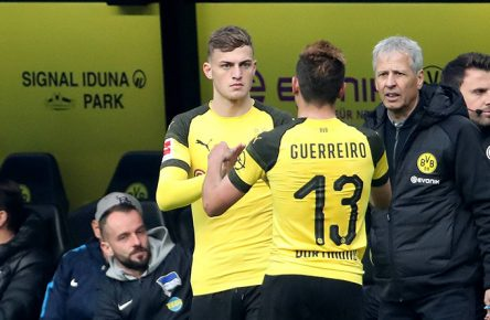 xuhjbx Dortmund, Signal Iduna Park, 27.10.18, 1. Bundesliga - 9. Spieltag - Borussia Dortmund - Herta BSC Berlin Bild: Jacob Bruun Larsen (Dortmund) kommt für RaphaÃ«l Guerreiro (Dortmund) ins Spiel Gemäß den Vorgaben der DFL Deutsche Fußball Liga ist es untersagt, in dem Stadion und/oder vom Spiel angefertigte Fotoaufnahmen in Form von Sequenzbildern und/oder videoähnlichen Fotostrecken zu verwerten bzw. verwerten zu lassen. // DFL regulations prohibit any use of photographs as image sequences and/or quasi-video. Dortmund *** xuhjbx Dortmund Signal Iduna Park 27 10 18 1 Bundesliga 9 Matchday Borussia Dortmund Herta BSC Berlin Picture Jacob Bruun Larsen Dortmund play for Raphael Guerreiro Dortmund According to the DFL German Football League regulations it is forbidden to play in the stadium and / or the game Photographs in the form of sequence images and / or video-like photo series to be exploited or exploited DFL regulations prohibit any use of photographs as image sequences and or quasi video Dortmund www.jb-sportfoto.de