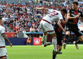 Lucas Alario (r.) war der Matchwinner für Bayer Leverkusen am 30. Spieltag gegen den 1. FC Nürnberg.