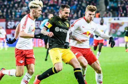 19.01.2019, xkvx, Fussball 1.Bundesliga, RB Leipzig - Borussia Dortmund emspor, v.l. Kevin Kampl (RB Leipzig), Paco Alcacer (BVB Borussia Dortmund), Timo Werner (RB Leipzig) (DFL/DFB REGULATIONS PROHIBIT ANY USE OF PHOTOGRAPHS as IMAGE SEQUENCES and/or QUASI-VIDEO) Leipzig *** 19 01 2019 xkvx Football 1 Bundesliga RB Leipzig Borussia Dortmund emspor v l Kevin Kampl RB Leipzig Paco Alcacer BVB Borussia Dortmund Timo Werner RB Leipzig DFL DFB REGULATIONS PROHIBIT ANY USE OF PHOTOGRAPHS as IMAGE SEQUENCES and or QUASI VIDEO Leipzig