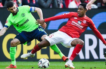 23.02.2019, xpsx, Fussball 1.Bundesliga, 1.FSV Mainz 05 - FC Schalke 04 v.l. Daniel Caligiuri (FC Schalke 04), Jean-Paul Boetius (FSV Mainz 05) (DFL/DFB REGULATIONS PROHIBIT ANY USE OF PHOTOGRAPHS as IMAGE SEQUENCES and/or QUASI-VIDEO) Foto Jan Huebner/Scheiber Mainz *** 23 02 2019 xpsx Football 1 Bundesliga 1 FSV Mainz 05 FC Schalke 04 v l Daniel Caligiuri FC Schalke 04 Jean Paul Boetius FSV Mainz 05 DFL DFB REGULATIONS PROHIBIT ANY USE OF PHOTOGRAPHS as IMAGE SEQUENCES and or QUASI VIDEO Photo Jan Huebner Scheiber Mainz
