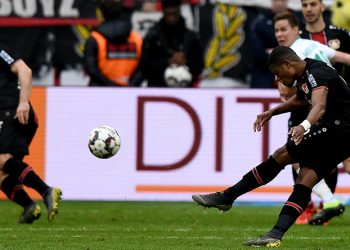Leon Bailey erzielt gegen Werder Bremen das 1:2 für Bayer Leverkusen