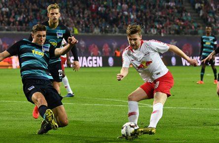 Emil Forsberg von RB Leipzig schießt