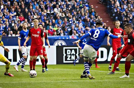 Suat Serdar vom FC Schalke 04 erzielt gegen Frankfurt das zwischenzeitliche 1:1