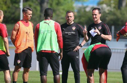 Nico Willig (3. v.r.) ist neuer Trainer des VfB Stuttgart.