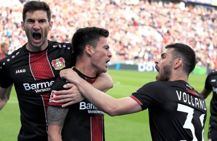 ARANGUIZ Charles Team Bayer 04 Leverkusen jubelt nach seinem Tor mit VOLLAND und ALARIO DFL Bundesliga Saison 2018 - 2019 Spiel Bayer 04 Leverkusen - Eintracht Frankfurt am 05.Mai 2019 in Leverkusen DFL REGULATIONS PROHIBIT ANY USE OF PHOTOGRAPHS as IMAGE SEQUENCES and/or QUASI-VIDEO *** ARANGUIZ Charles Team Bayer 04 Leverkusen cheers after his goal with VOLLAND and ALARIO DFL Bundesliga season 2018 2019 game Bayer 04 Leverkusen Eintracht Frankfurt on 05 May 2019 in Leverkusen DFL REGULATIONS PROHIBIT ANY USE OF PHOTOGRAPHS as IMAGE SEQUENCES and or QUASI VIDEO PUBLICATIONxINxGERxSUIxAUTxHUNxSWExNORxDENxFINxLUXxONLY
