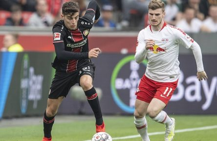 Kai HAVERTZ l. (LEV) im Zweikampf gegen Timo WERNER (L), Aktion, Fussball 1.Bundesliga, 28.Spieltag, Bayer 04 Leverkusen (LEV) - RB Leipzig (L) 2:4, am 06.04.2019 in Leverkusen/ Deutschland. DFL regulations prohibit any use of photographs as image sequences and/ or quasi-video  *** Kai HAVERTZ l LEV in duel against Timo WERNER L action football 1 Bundesliga 28 matchday Bayer 04 Leverkusen LEV RB Leipzig L 2 4 on 06 04 2019 in Leverkusen Germany DFL regulations prohibit any use of photographs as image sequences and or quasi video Â