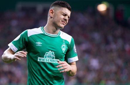 Bremen, Deutschland 24.04.2019: DFB-Pokal - Halbfinale - 2018/2019 - SV Werder Bremen vs. FC Bayern München Milot Rashica (Bremen) DFB regulations prohibit any use of photographs as image sequences and/or quasi-video. Bremen Bremen Deutschland Weserstadion *** Bremen Germany 24 04 2019 DFB Cup Semifinals 2018 2019 SV Werder Bremen vs FC Bayern München Milot Rashica Bremen DFB regulations prohibit any use of photographs as image sequences and or quasi video Bremen Bremen Germany Weserstadion