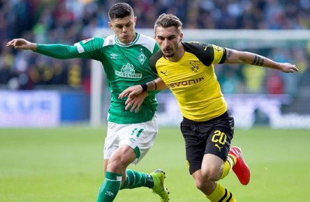 Fußball Bundesliga 32. Spieltag SV Werder Bremen - Borussia Dortmund am 04.05.2019 im Weserstadion in Bremen Milot Rashica ( Bremen ), links - Maximilian Philipp ( Dortmund ), rechts DFL regulations prohibit any use of photographs as image sequences and/or quasi-video. *** Football Bundesliga 32 Matchday SV Werder Bremen Borussia Dortmund 04 05 2019 at Weserstadion in Bremen Milot Rashica Bremen left Maximilian Philipp Dortmund right DFL regulations prohibit any use of photographs as image sequences and or quasi video xNWx